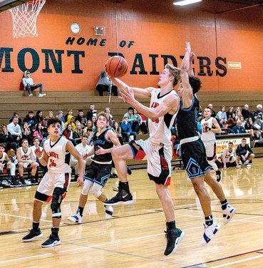 Almont stuns Richmond, 76-58