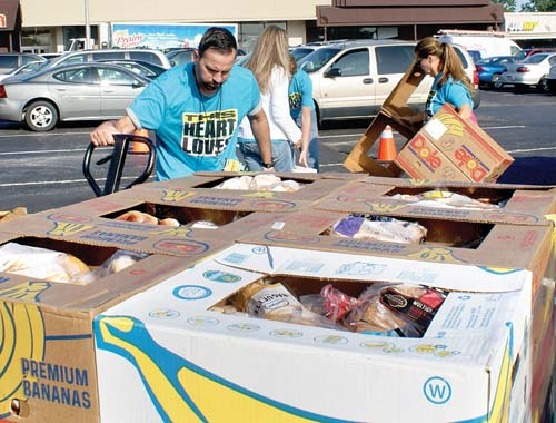 'Food Giveaway'  draws hundreds  in Imlay City