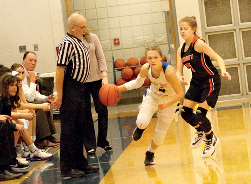 Imlay girls defeat Almont, 39-26