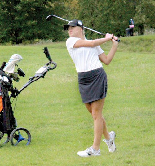 Almont golf claims second place